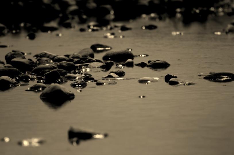lungo-i-silenzi-del-fiume-il-mio-io-e-come-lacqua-tra-i-sassi-1450ed30-0838-43be-9eed-152ef95bedfa